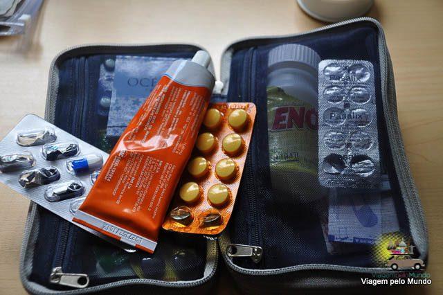 O que levar de farmácia de viagem?