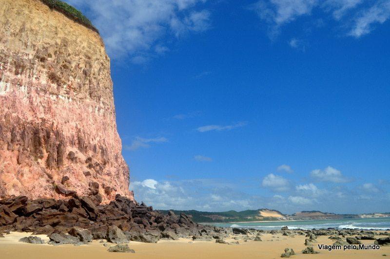 Caminhada entre a Baía dos Golfinhos e Praia do Madeiro em Pipa