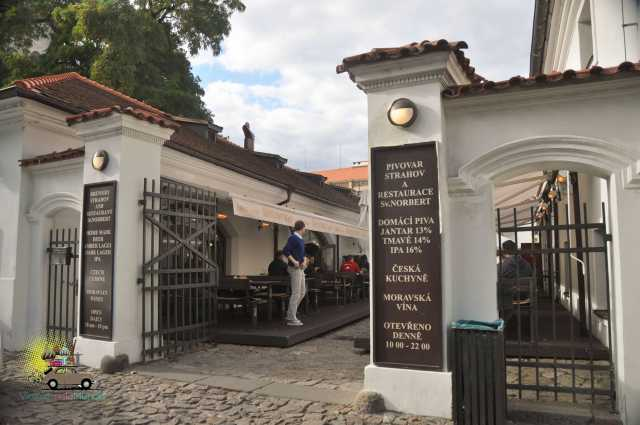 Almoço na cervejaria do mosteiro em Praga