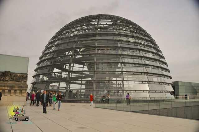 Cúpula do parlamento alemão em Berlim - Bundestag
