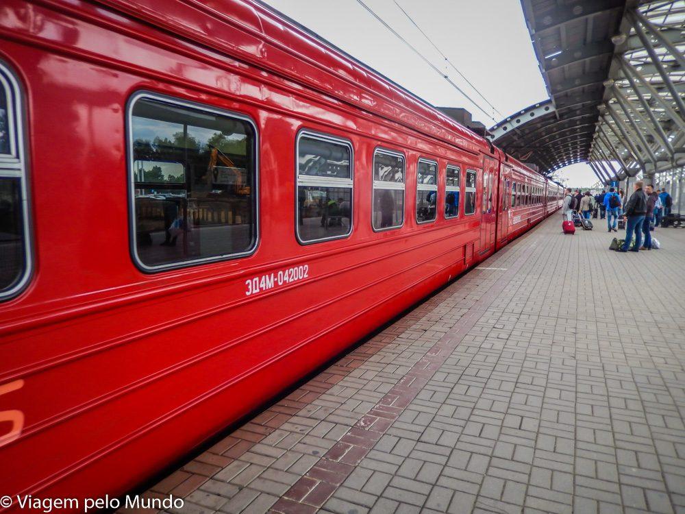 Trem Flecha Vermelha de Moscou a São Petersburgo